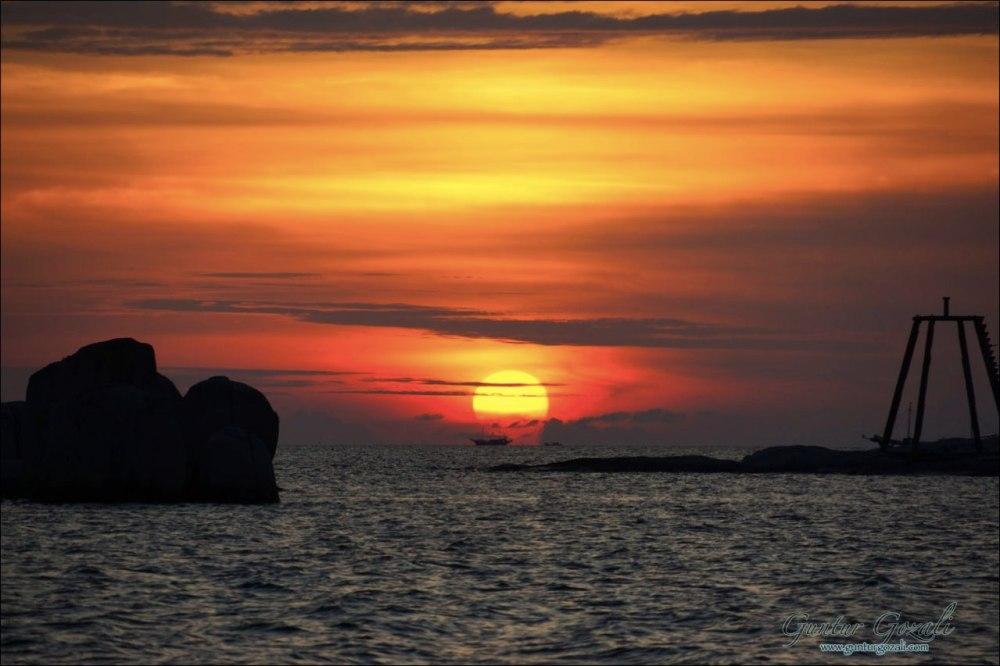 Sunset dari Pulau Babi Kecil, Belitung