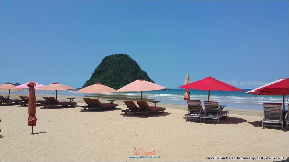 Pantai Pulau Merah 6
